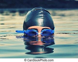 cicatrizarse, de, niño joven, natación, en, mar