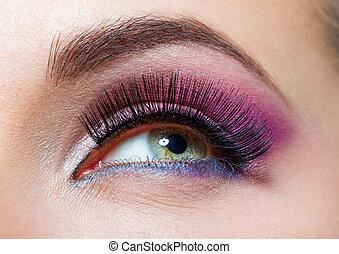 cicatrizarse, de, ojo femenino, y, pestañas, con, brillante, maquillaje