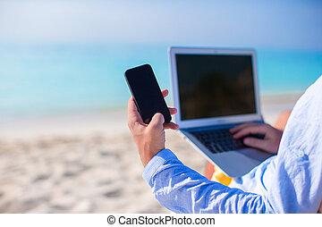 cicatrizarse, teléfono, fondo, de, computadora, en la playa