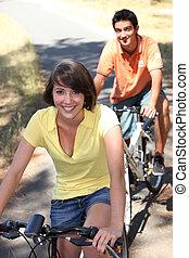 ciclismo, adolescentes, junto, saída