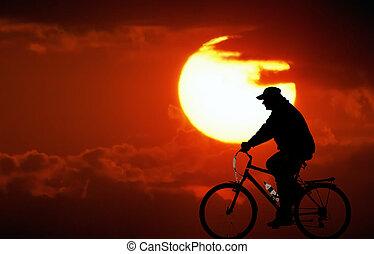 ciclismo, em, pôr do sol