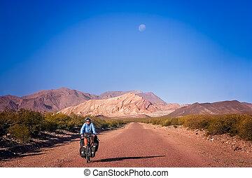 ciclismo mulher, à noite