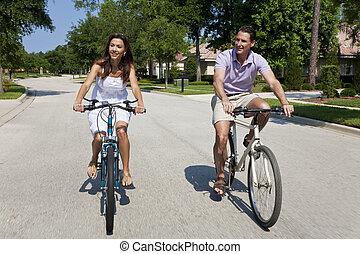 ciclismo mulher, par romântico, junto, homem
