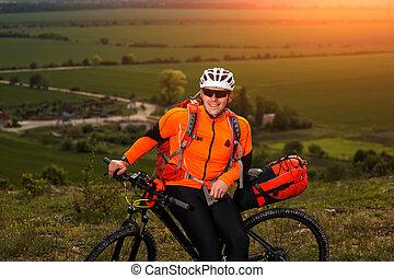 ciclismo, prato, giovane, attraverso, verde, strada rurale, uomo