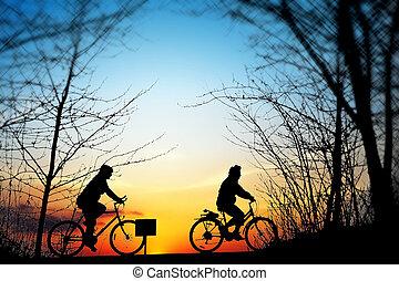 ciclismo, viagem, em, pôr do sol
