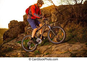 ciclista, montanha, rochoso, primavera, concept., cima, esportes, rastro, bicicleta, colina, montando, sunset., extremo