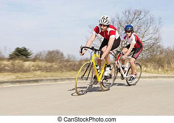 ciclistas, equitación, ciclos, en, camino abierto