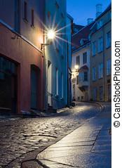 cidade, antigas, iluminado, rua, tallinn, noturna, estreito