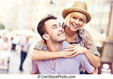 cidade, antigas, par, jovem, divertimento, tendo, feliz