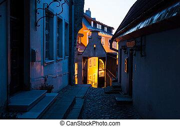 cidade, antigas, tallinn, noturna