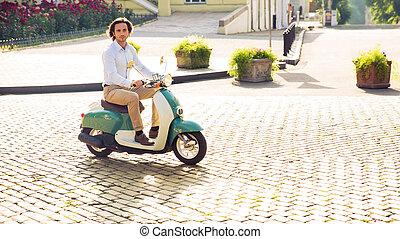 cidade, Montando,  scooter, jovem, homem