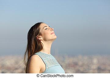 cidade, mulher, ar, respirar, fundo, fresco