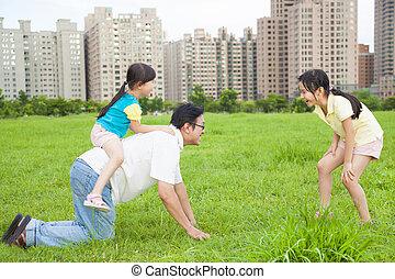 cidade, pai, parque, tocando, filhas, feliz