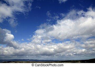 ciel bleu, nuages, journée
