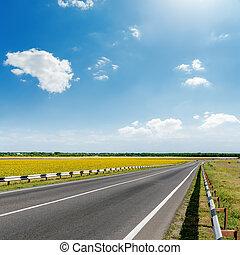 ciel bleu, nuages, route, asphalte