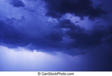 ciel bleu, orageux