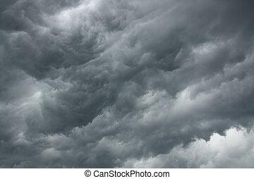 ciel dramatique, orageux
