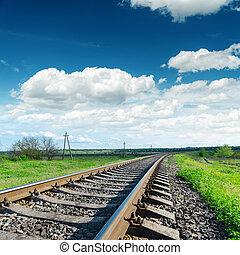 ciel, nuageux, bas, sous, chemin fer, vue