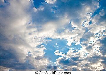 cielo azul, con, nubes, y, sun.