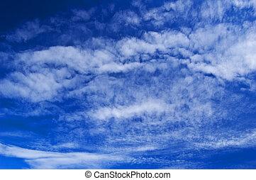 cielo azul, nubes blancas