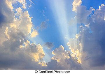 cielo azul, nubes, luz del sol