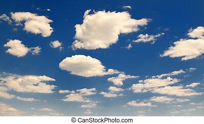 cielo azul, nublado