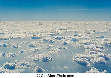 cielo blu, con, nubi, il, superiore, livelli, di, il,...
