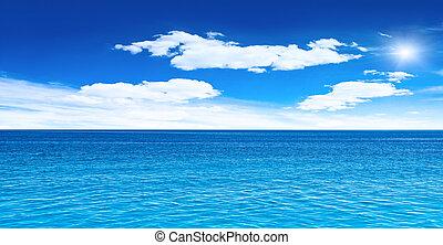 cielo nublado, mar y sol