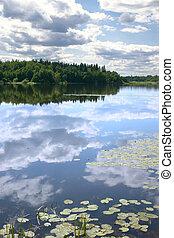cielo, reflexión, en, un, agua, liso, superficie