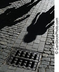 cienie, uliczne ludzie
