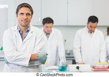 científico, colegas, trabajo, sonriente, laboratorio
