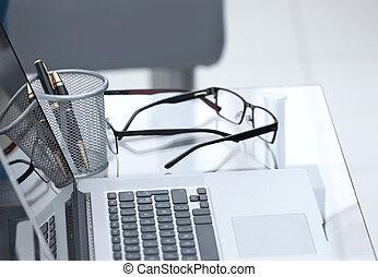 cierre, arriba., computador portatil, en, la oficina, desk.
