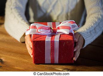 cierre, mujer, arriba, regalo, navidad
