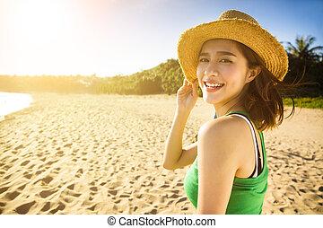 cieszyć się, lato, kobieta, młody, urlop, plaża, szczęśliwy