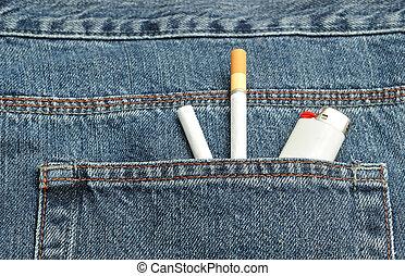 cigaretták, két, öngyújtó