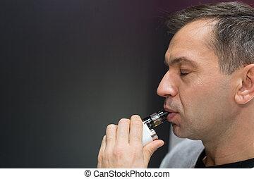 cigarette, électronique, tenue, homme