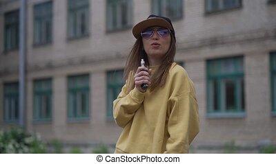 cigarette, casquette, hoodie, femme, device.happy, populaire...