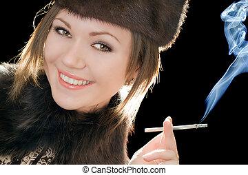 cigarette, femme souriante, jeune, portrait