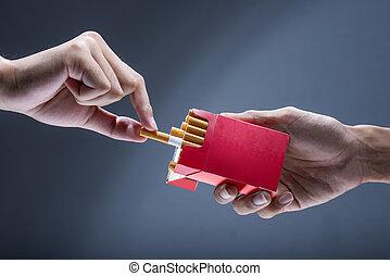 cigarette, gens, autre, homme, offre