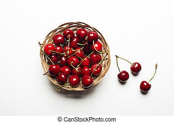 ciliegia fresca, cesto, bianco, fondo, primo piano