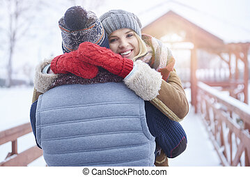 cima, de, abraçar, par jovem