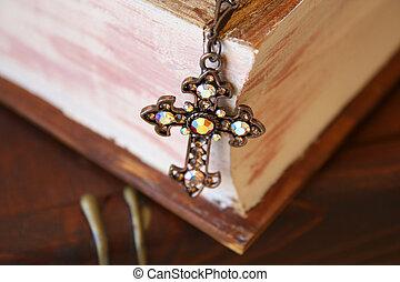 cima, de, crucifixos