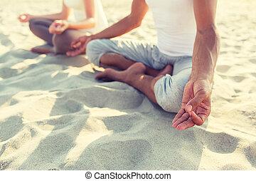 cima, de, par, fazer, ioga, exercícios, ao ar livre