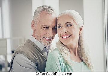 cima, desgastar, olhar, marrom, verdadeiro, foto, teal, encantador, camisolas de malha, amantes, avós, fim, apartamento
