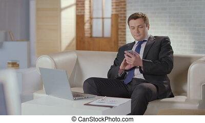 cima, direttore, composizione numero, numero, chiamata, cliente, in, costoso, ufficio