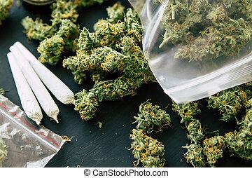 cima, moedor, conjunto, erva daninha, marijuana, conceitos, marijuana, erva daninha, escuro, rolado, fundo, mãos, fim, vista, topo, fumar, homem