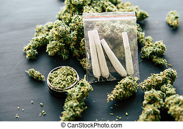 cima, moedor, jamb, conjunto, erva daninha, marijuana, conceitos, marijuana, erva daninha, escuro, rolado, fundo, mãos, fim, vista, topo, fumar, homem
