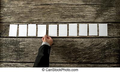 cima visão, de, vendedor, colocar, 10, em branco, branca, cartões, uma fileira