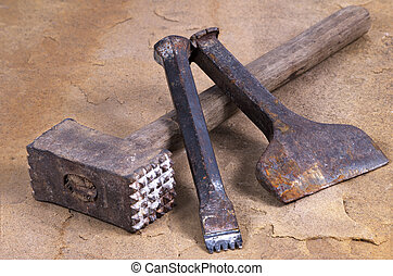 cinceles, martillo, dos