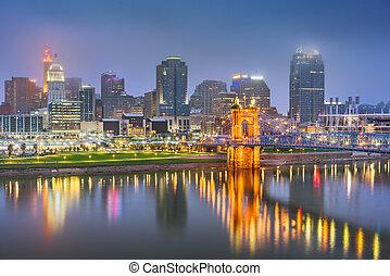Cincinnati, Ohio, USA skyline on the river